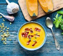 Rozgrzewająca zupa krem z dyni: pomysł na chłodny dzień [WIDEO]