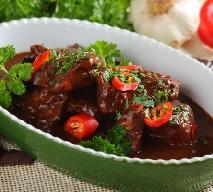 Kurczak w sosie czekoladowym: przepis na mole poblano