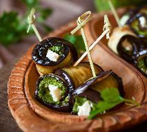 Roladki z bakłażana z pesto i mozzarellą: przepis na pyszną przystawkę