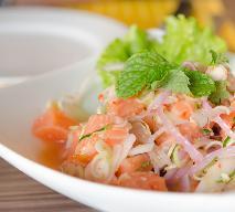 Sałatka z łososiem i groszkiem - pyszna przekąska pomagająca w walce ze stresem