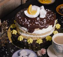 Tort ananasowo – kokosowy: przepis na tort Piña colada