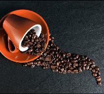 W jaki sposób robi się kawę bezkofeinową? Jak parzyć kawę, by miała jak najmniej kofeiny?