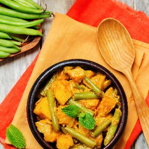 Curry  z zielonej fasolki szparagowej z kurczakiem i dynią: przepis