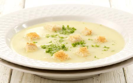 Zupa selerowa z grzankami