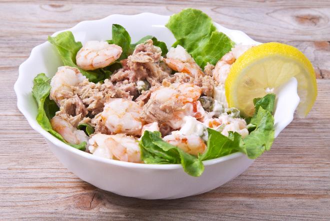 Sałatka z tuńczykiem i krewetkami - dieta odchudzająca ze smakiem