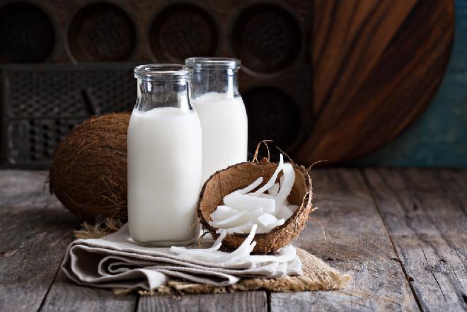 Mleko kokosowe - jakie ma właściwości? Jak je przygotować?