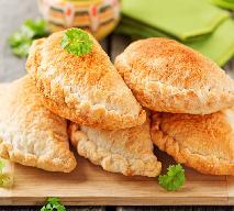 Pierogi ziemniaczane z kurczakiem i szpinakiem
