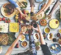 Chłodzące dania i napoje: co jeść i pić w upały? [GALERIA PRZEPISÓW]