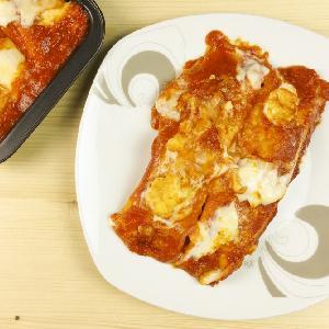 Naleśniki z mięsem mielonym pod pomidorowym beszamelem