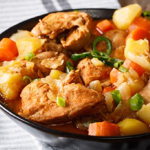 Pieczony w SŁOJU kurczak z warzywami: genialny pomysł na pyszny obiad