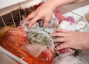 Jak przechowywać żywność w lodówce? Czego nie trzymać w lodówce?
