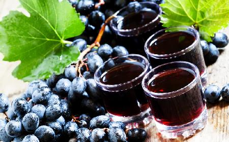 Nalewka z ciemnych winogron - przepis na prostą nalewkę winogronową