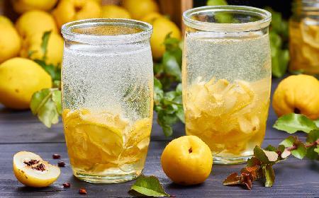 Syrop z pigwy - przepis na pyszną zaprawę do napojów