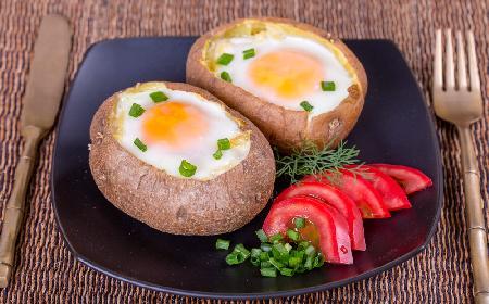 Smakowite ziemniaki faszerowane jajkami