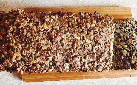 Chleb bez mąki - przepis na domowy chleb bezglutenowy [WIDEO]