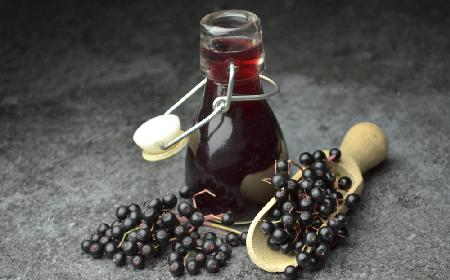 Kompot z owoców czarnego bzu na zimę: z gruszkami, pigwą i imbirem