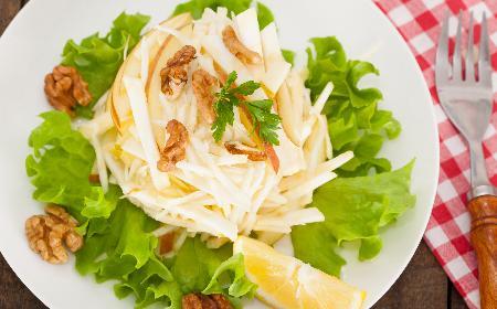 Surówka z selera z majonezem: podajemy dobry przepis [WIDEO]