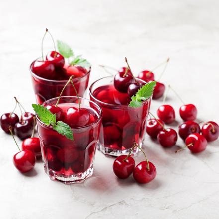 Galaretka wiśniowa z likierem: deser dla pełnoletnich