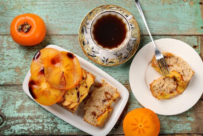 Piernikowe ciasto z owocem kaki: przepis na ciasto z owocem persymony